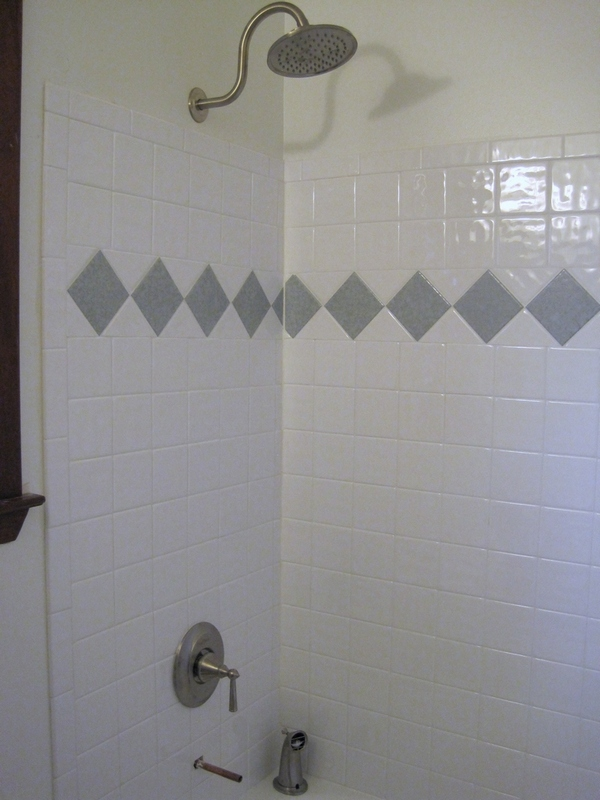 Guest bath tub (gray tiles are same as on floor)
